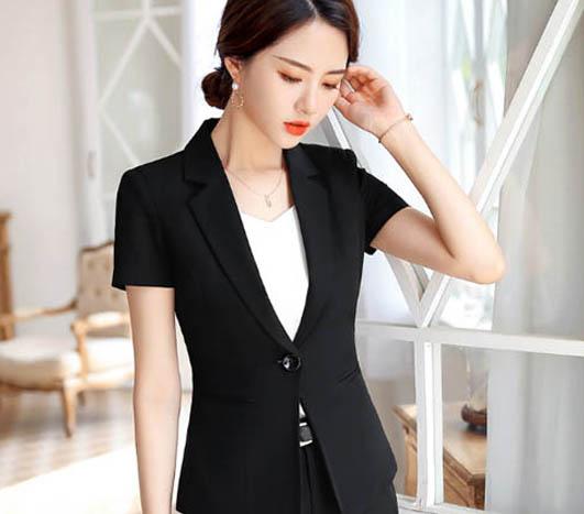 成都职业装如此穿搭能让职场的女性们随时保持美丽一百分